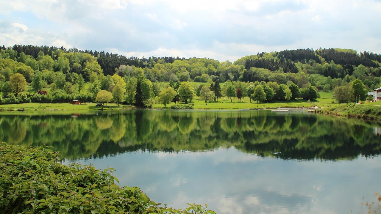 lake-352738_1280